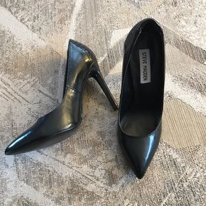 Steve Madden Pointed Quilted Back Stilettos Sz 7.5
